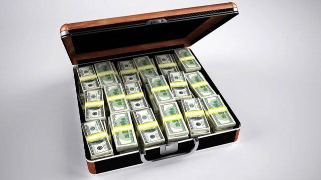 トランクに入った沢山の$札束